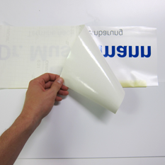 Montage Klebefolie Schritt 5: Trägerpapier ablösen